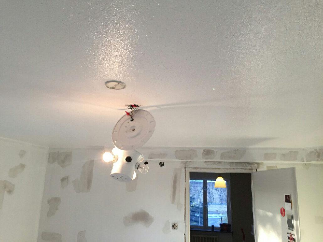 Inredning måla på gammal tapet : Sovrum, borttagning tapeter, bredspackling, mÃ¥lning väggar och tak ...